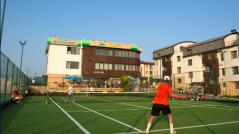 How to choose tennis turf?