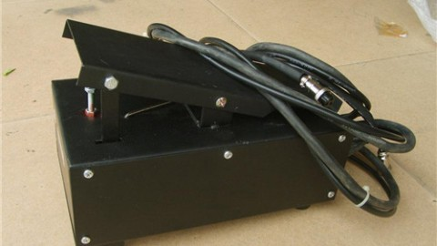 What are the wiring methods of the foot pedal switch?