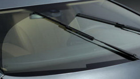 Does the wiper blade squeak the glass ?